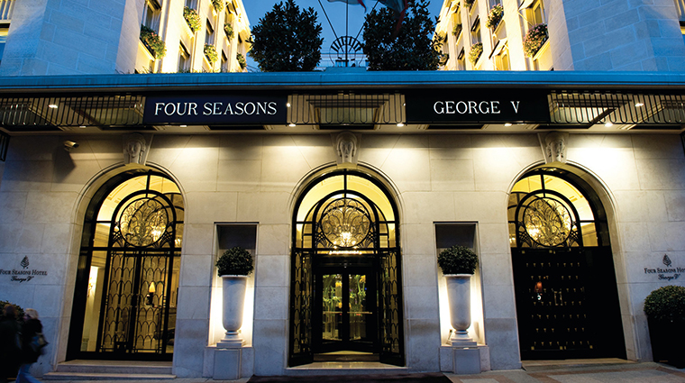 Four seasons hotel george v paris paris hotels paris for Guide hotel france