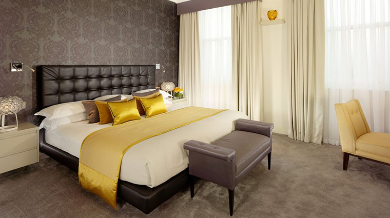 51 buckingham gate taj suites and residences jaguar suite