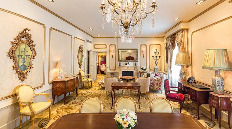El palace barcelona Dali Suite salon