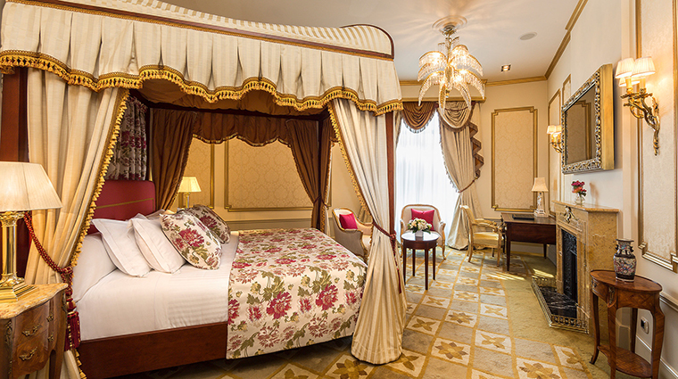 El palace barcelona Dali Suite