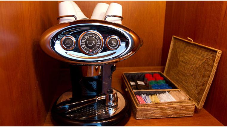 FTGSetaiSBM guestroom Details espresso
