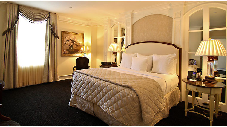 FTG PeabodyMemphis Presidential Suite Bed