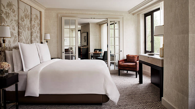 Four Seasons Hotel Boston bedroom