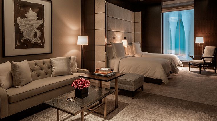 Four Seasons Hotel London at Ten Trinity Square bedroom