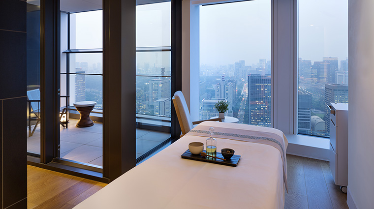 Property AOSpaatAndazTokyoToranomonHills Spa TreatmentRoom2 HyattCorporation