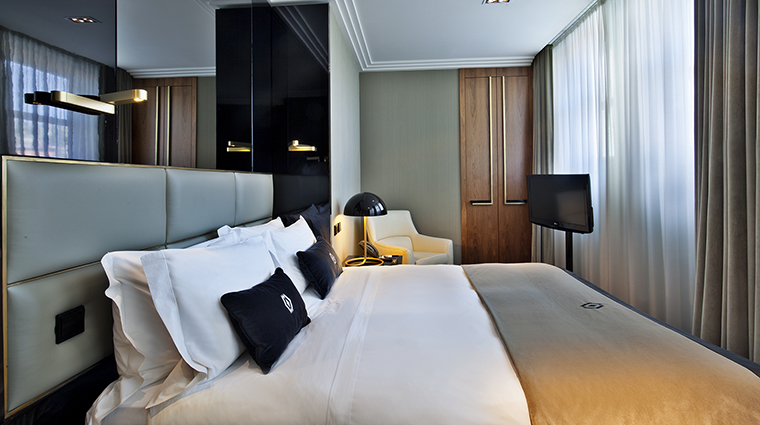 Property AltisAvenidaHotel Hotel GuestroomSuite ClassicRoom AltisHotelsGroup