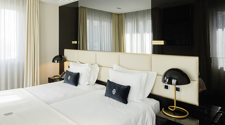 Property AltisAvenidaHotel Hotel GuestroomSuite DeluxeRoom2 AltisHotelsGroup
