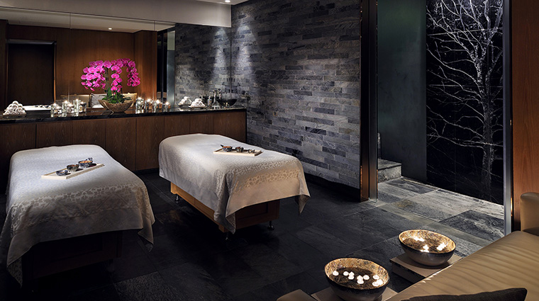 Abu dhabi luxury hotels forbes travel guide for Hotel spa paris couple