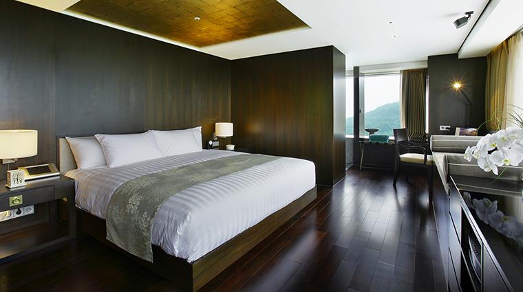 Property BanyanTreeClub&SpaSeoul Hotel GuestroomSuite NamasanPoolSuiteBedroom BanyanTreeHotels&Resorts