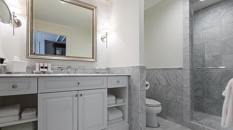 Property BelmondCharlestonPlace Hotel GuestroomSuite PremierBathroom BelmondManagementServicesSARL