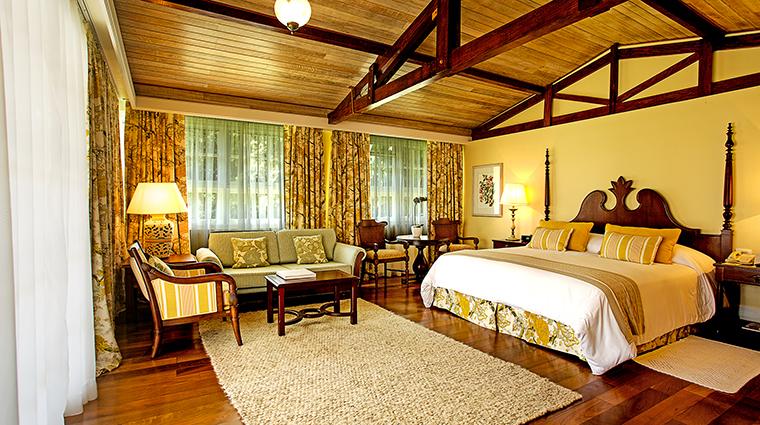 Property BelmondHoteldasCataratas Hotel GuestroomSuite CataratasSuiteMasterBedroom2 BelmondManagementLimited