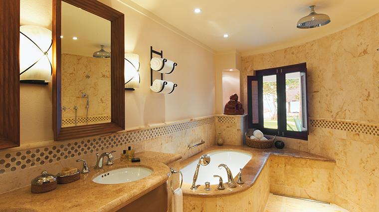 Property BelmondMaromaResort&Spa Hotel GuestroomSuite OceanViewMasterSuiteBathroom BelmondManagementServicesSARL