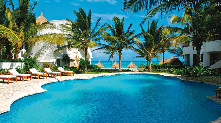 Property BelmondMaromaResort&Spa Hotel PublicSpaces SwimmingPool BelmondManagementServicesSARL