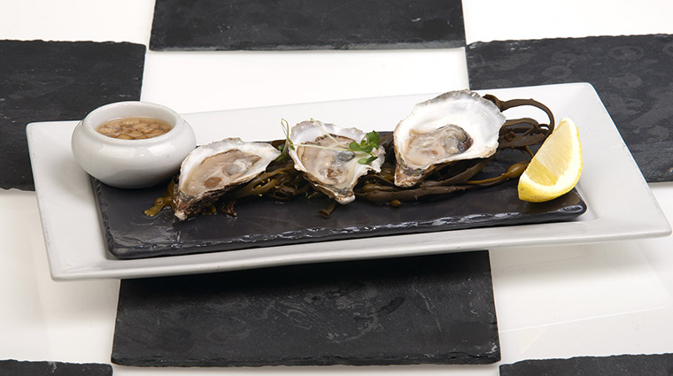 Property BistroLaurentienLaCoupole Restaurant Dining Oysters HotelLeCrystalMontreal