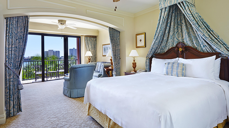 Property BocaRatonResort&Club Hotel GuestroomSuite TheYachtClubKingGuestroomwithBalcony HiltonWorldwide