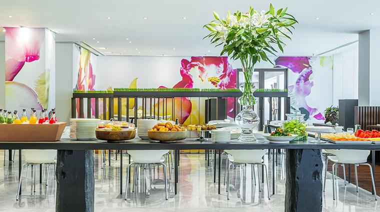 Property COMOMetropolitanBangkok Hotel Dining GlowBreakfast TheCOMOGroup