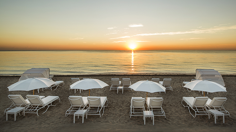 Property COMOMetropolitanMiamiBeach Hotel PublicSpaces Beach&LoungeChairs COMOHotelsandResorts