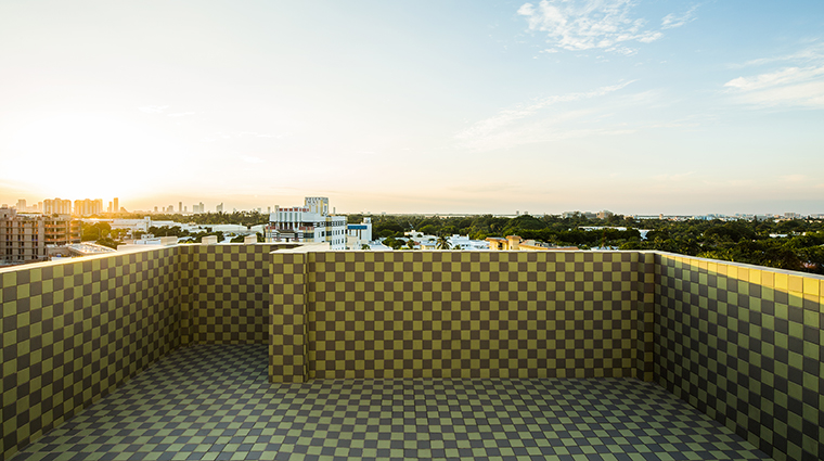 Property COMOMetropolitanMiamiBeach Hotel PublicSpaces RooftopSunsetView COMOHotelsandResorts