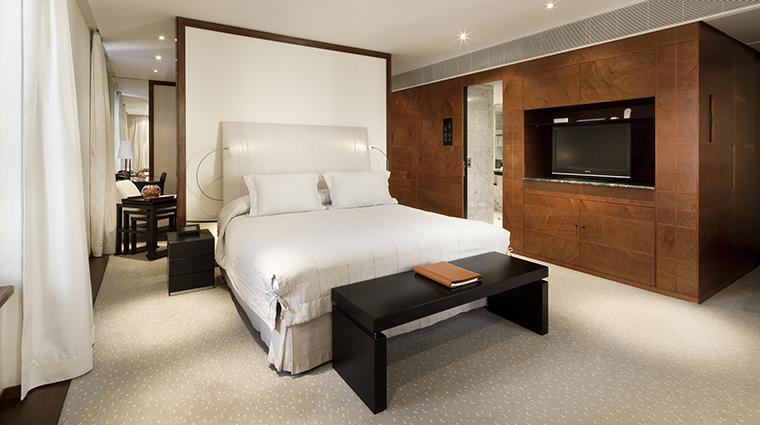 Property COMOTheHalkinLondon Hotel GuestroomSuite BelgraviaSuiteBedroom TheCOMOGroup