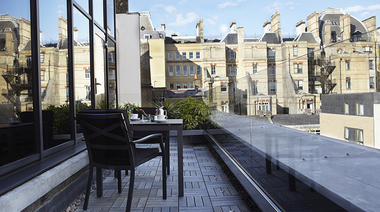 Property COMOTheHalkinLondon Hotel GuestroomSuite COMOSuiteBalcony TheCOMOGroup