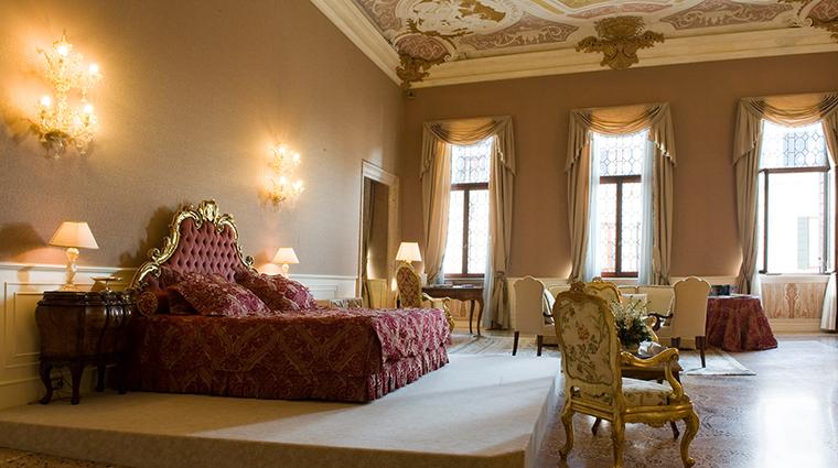 Property CaSagredoHotel Hotel GuestroomSuite SebastianoRicciHeritageSuite CaSagredoHotel