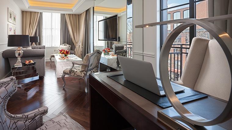 Property CapellaWashingtonDCGeorgetown Hotel GuestroomSuite ExecutiveSuiteLivingRoom CapellaHotelsandResorts