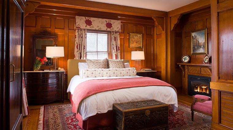 Property CastleHillInn 11 Hotel GuestroomSuite RoseRoom Bedroom CreditCastleHillInn