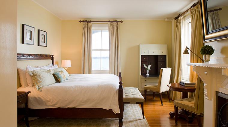 Property CastleHillInn 12 Hotel GuestroomSuite MaryWalshRoom Bedroom CreditCastleHillInn