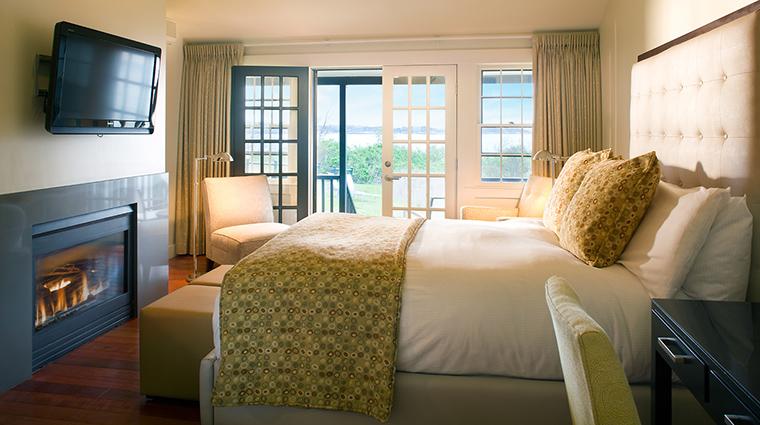 Property CastleHillInn 14 Hotel GuestroomSuite HarborHouse Bedroom CreditCastleHillInn