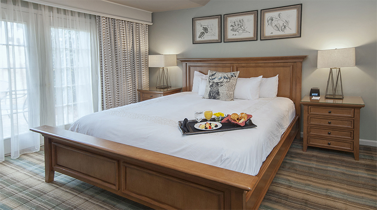 Property ChateauElan 11 Hotel GuestroomSuite GolfVilla KingBedroom CreditChateauElan