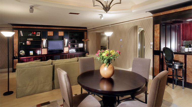 Property ChateauElan 7 Hotel GuestroomSuite GovernorsSuiteLivingRoom CreditChateauElan