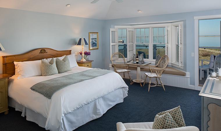 Property ChathamBarsInnResortandSpa 3 Hotel GuestroomSuite OceanViewCottageSuites KingBedroom CreditChathamBarsInn
