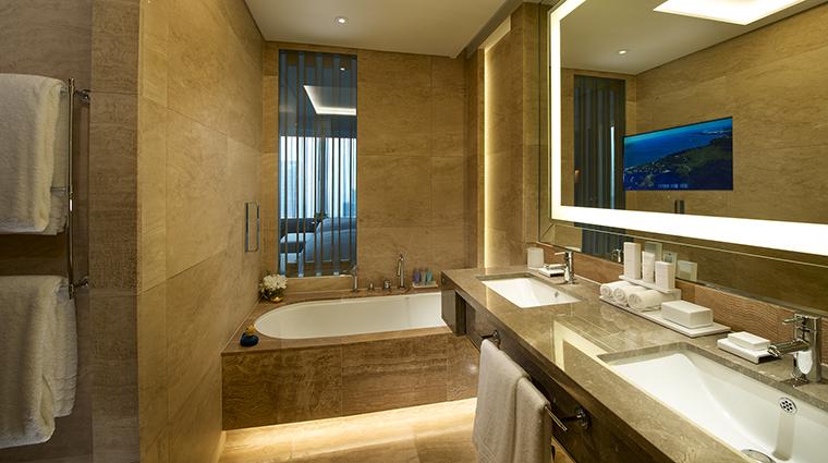 Property ConradSeoul Hotel GuestroomSuite DeluxePremiumExecutiveBathroom HiltonWorldwide