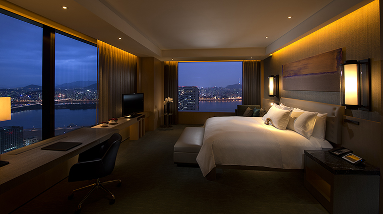 Property ConradSeoul Hotel GuestroomSuite GrandKingExecutiveCornerSuite HiltonWorldwide