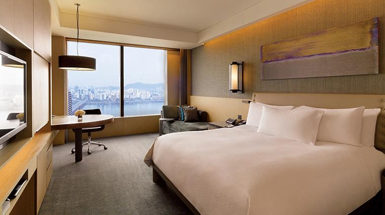 Property ConradSeoul Hotel GuestroomSuite PremiumKing HiltonWorldwide