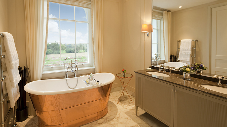 Property CoworthPark Hotel GuestroomSuite JuniorSuiteCopperBath DorchesterCollection