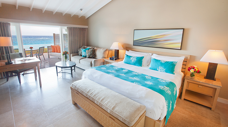 Property ElbowBeachBermuda Hotel GuestroomSuite LanaiBeachfrontRoom ElbowBeachBermudaResort&Spa