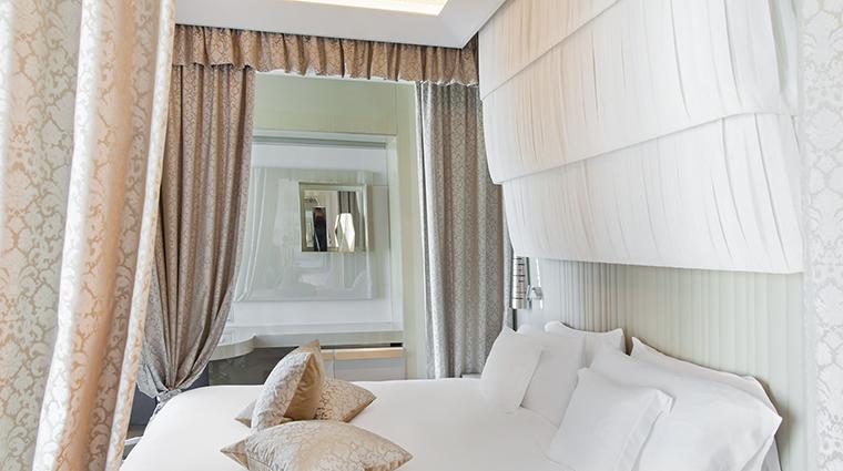 Property ExcelsiorHotelGallia Hotel GuestroomSuite GalliaSuiteBedroom StarwoodHotels&ResortsWorldwideInc