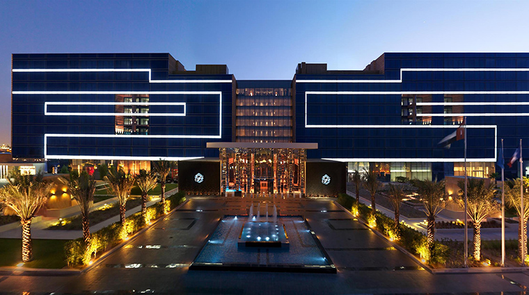 Property FairmontBabAlBahr Hotel Exterior FrontExteriorNightView FRHI