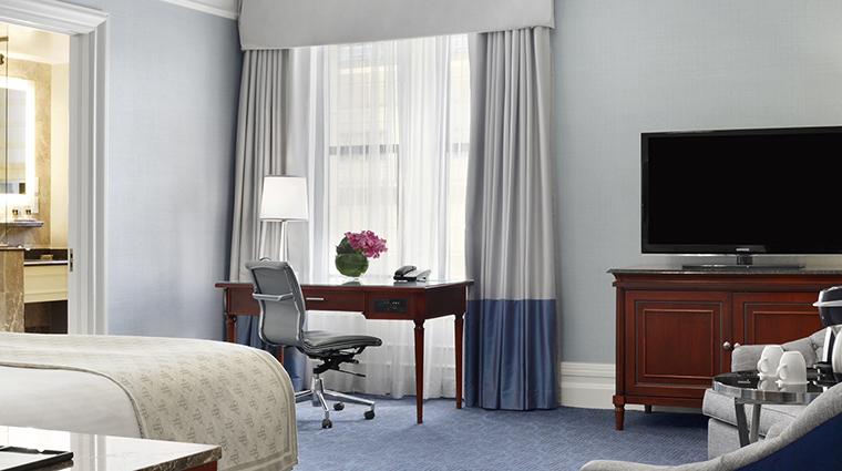 Property FairmontCopleyPlaza Hotel GeustroomSuite DeluxeRoom FairmontRafflesHotelsInternationalInc