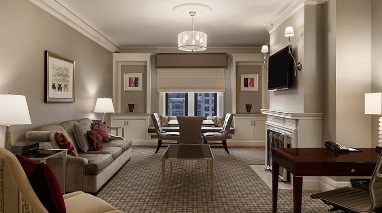 Property FairmontCopleyPlaza Hotel GeustroomSuite OneBedroomSuiteLivingRoom FairmontRafflesHotelsInternationalInc