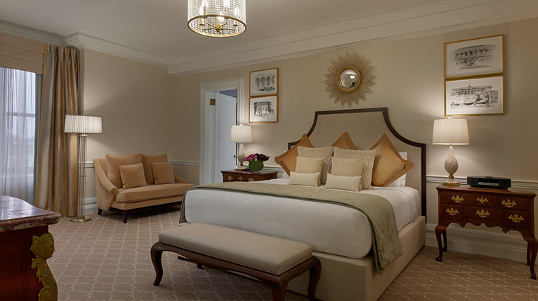 Property FairmontCopleyPlaza Hotel GeustroomSuite PresidentialSuiteBedroom FairmontRafflesHotelsInternationalInc