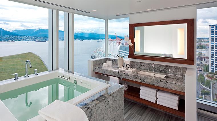 Property FairmontPacificRim Hotel GuestroomSuite SignatureOfuroBathroom FRHIHotels&Resorts