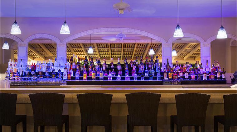 Property FairmontRoyalPavilion Hotel BarLounge BaratTaboras FRHI