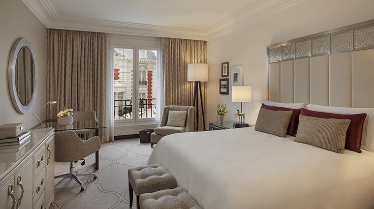 Property FourSeasonsHotelBuenosAires Hotel GuestroomSuite ELoungeRoom FourSeasonsHotelsLimited