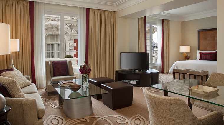 Property FourSeasonsHotelBuenosAires Hotel GuestroomSuite MansionViewJuniorSuite FourSeasonsHotelsLimited