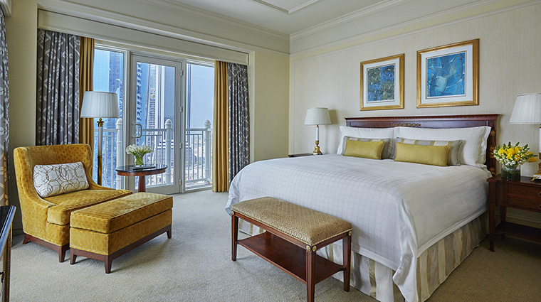 Property FourSeasonsHotelDoha Hotel GuestroomSuite ExecutiveSuiteMainBedroom FourSeasonsHotelsLimited