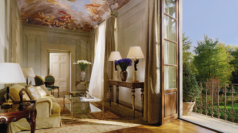 Property FourSeasonsHotelFirenze Hotel GuestroomSuite ConventinoPresidentialSuite FourSeasonsHotelsLimited