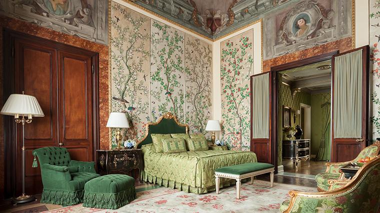 Property FourSeasonsHotelFirenze Hotel GuestroomSuite GallerySuiteVolterrano FourSeasonsHotelsLimited
