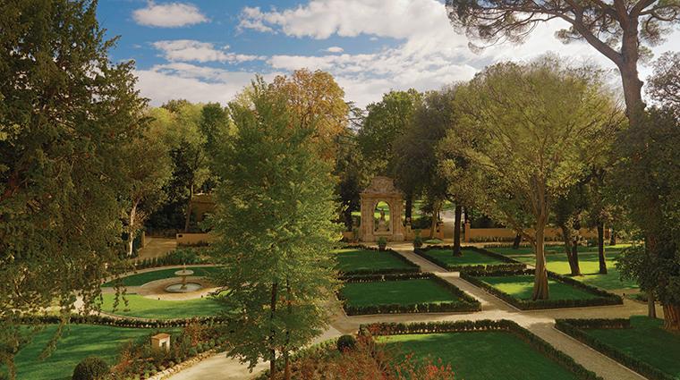 Property FourSeasonsHotelFirenze Hotel PublicSpaces Garden2 FourSeasonsHotelsLimited